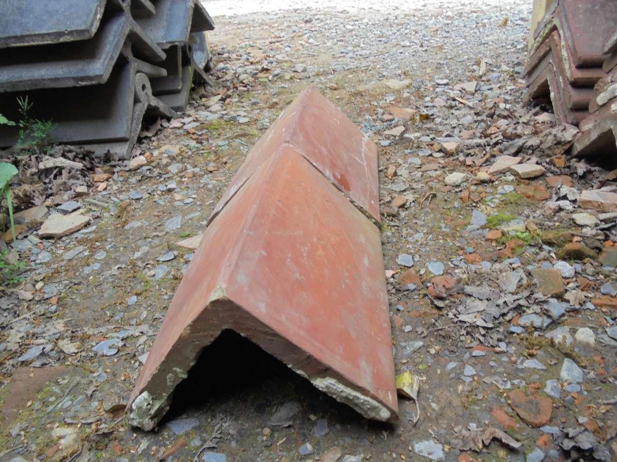 Reclaimed angle ridge tile