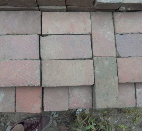 Reclaimed mixed paving bricks