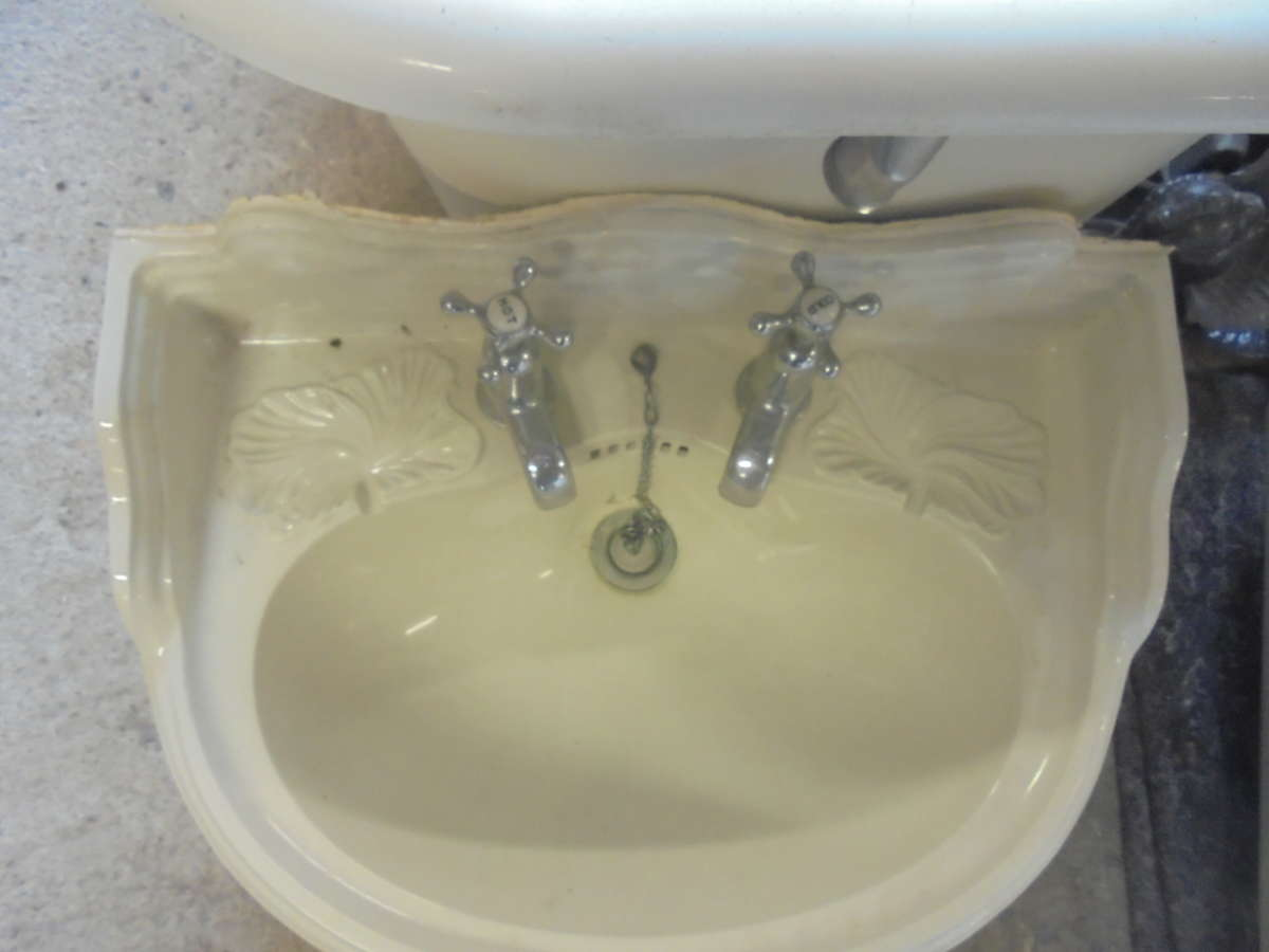 SMALL DECORATIVE SINK