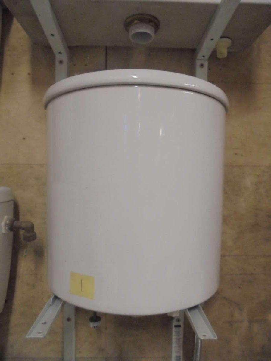 Modern Imperial Baths Cistern