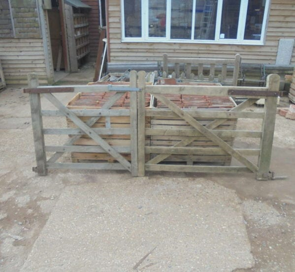 RECLAIMED DOUBLE GATE WITH SLIGHT DAMAGE