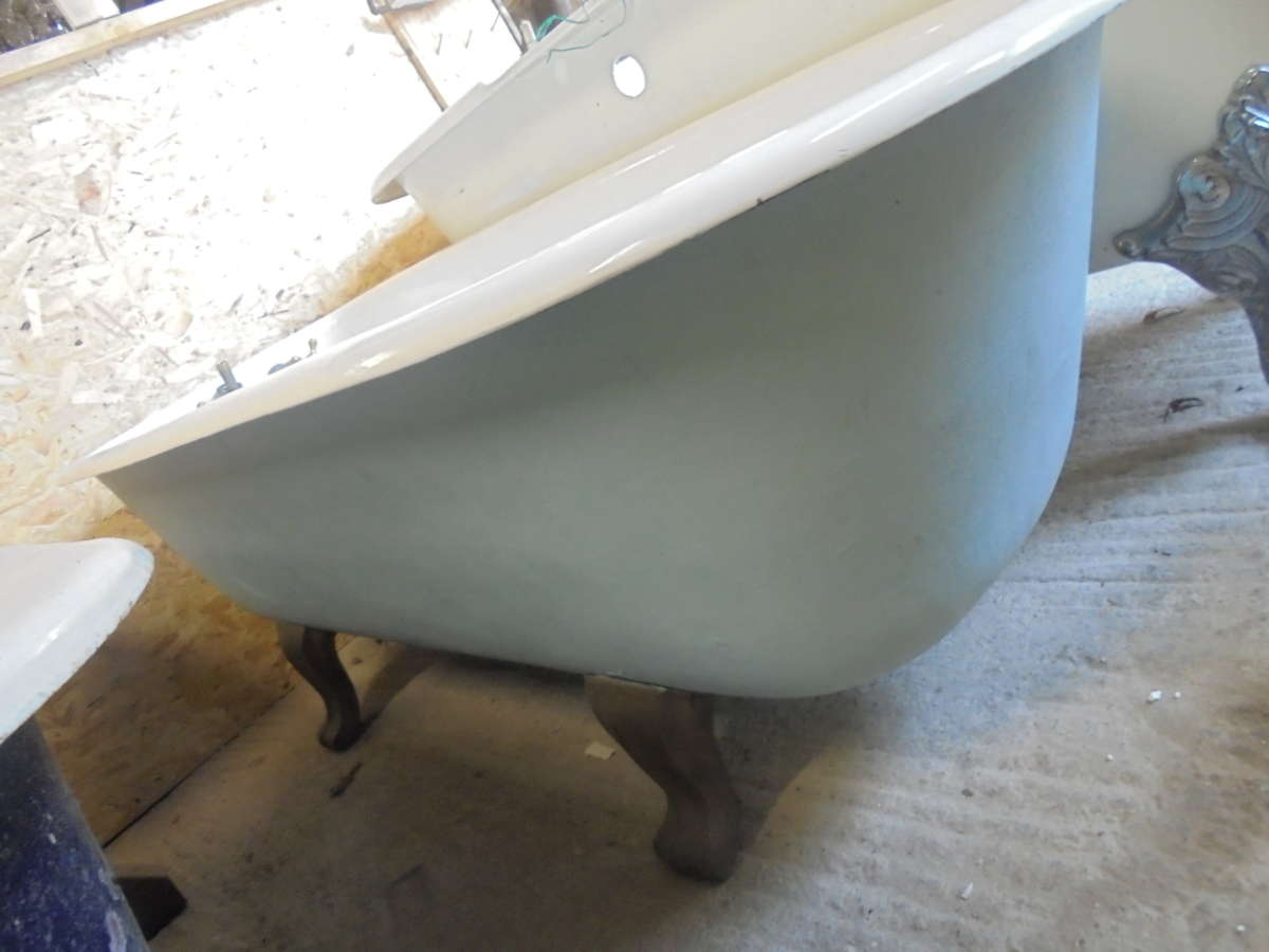 Light Blue Single Ended Roll Top Bath