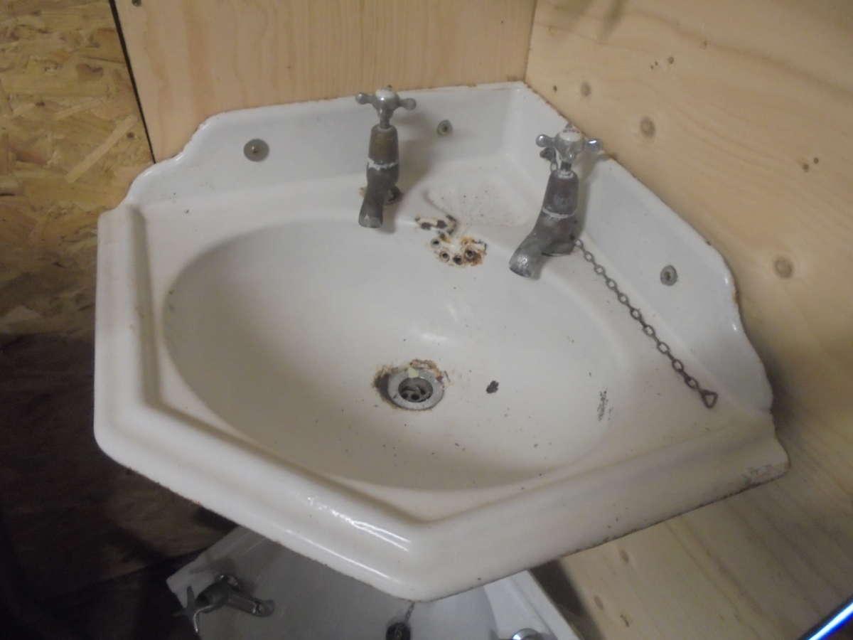 Small Decorative Corner Sink