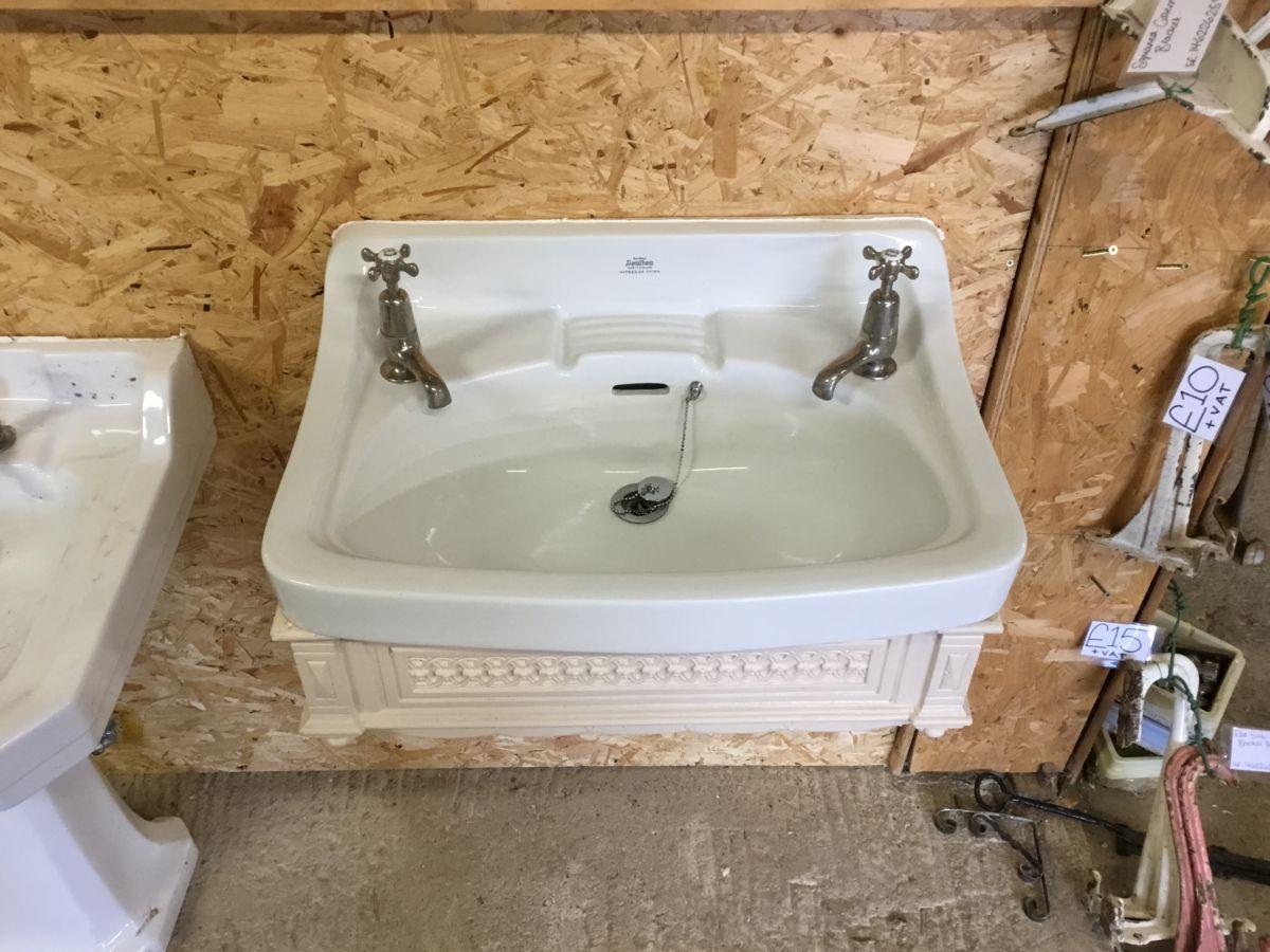 Large Royal Doulton Sink & Brackets
