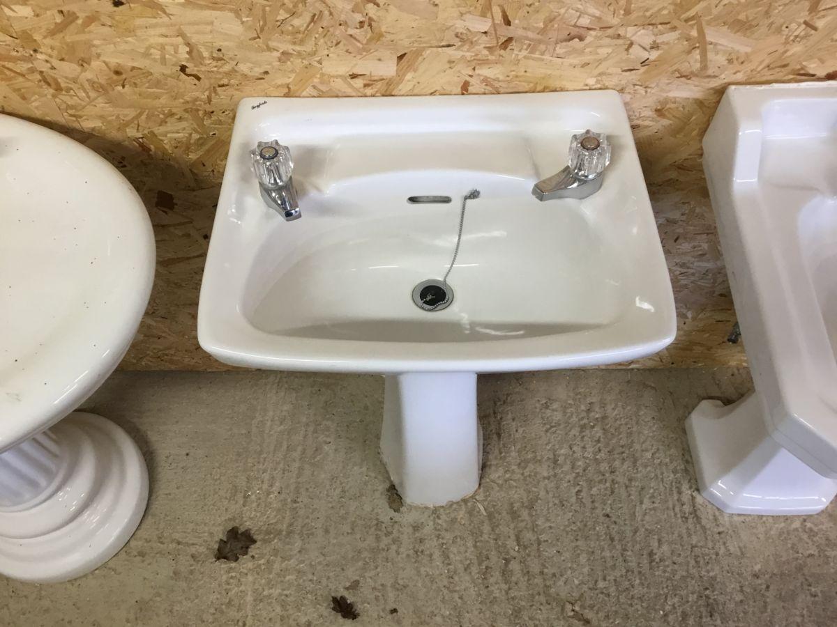 Twyfords Sink & Pedestal