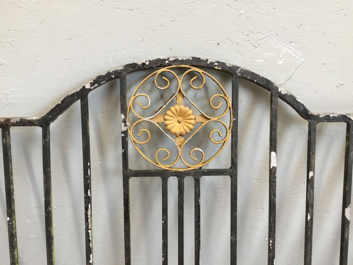 Single Gate Gold Detail