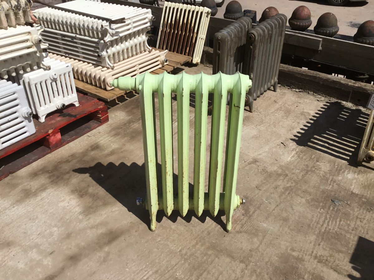 Reclaimed Medium Standing Cast Iron Princess Radiator 6 Sections