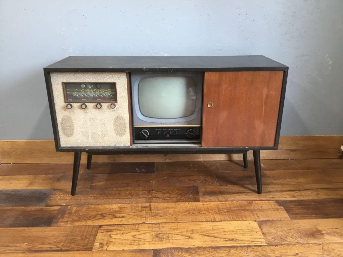 Retro TV Unit