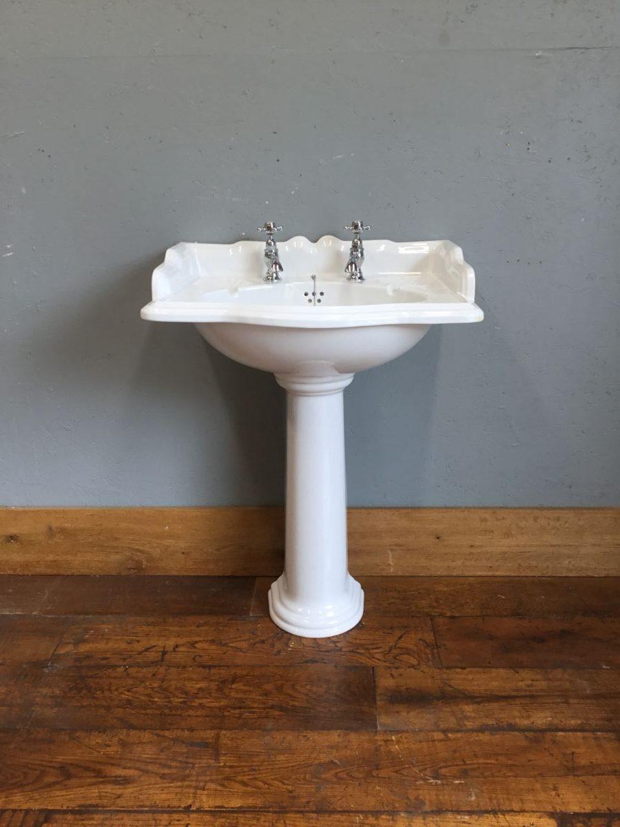 White Sink & Pedestal Shell Detail