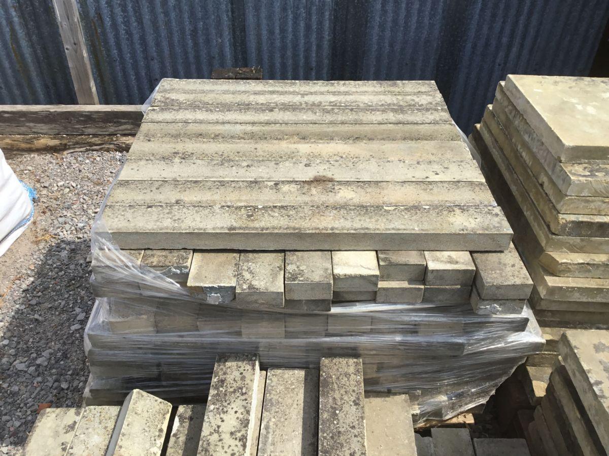 Narrow York Stone Coping