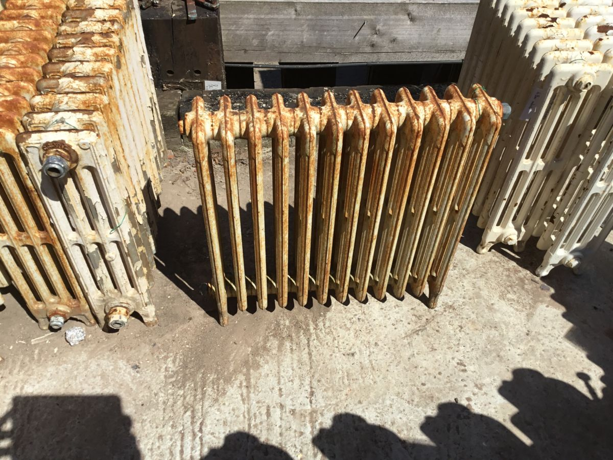 Reclaimed 2ft 4 Bar Radiator