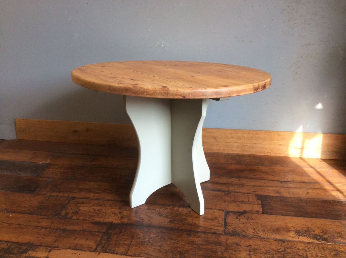 Round Pine Dining Table
