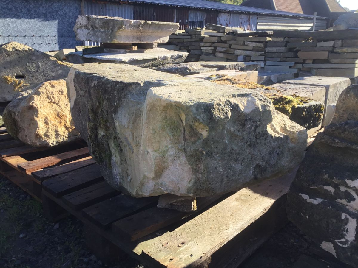 Long Bath Stone Feature