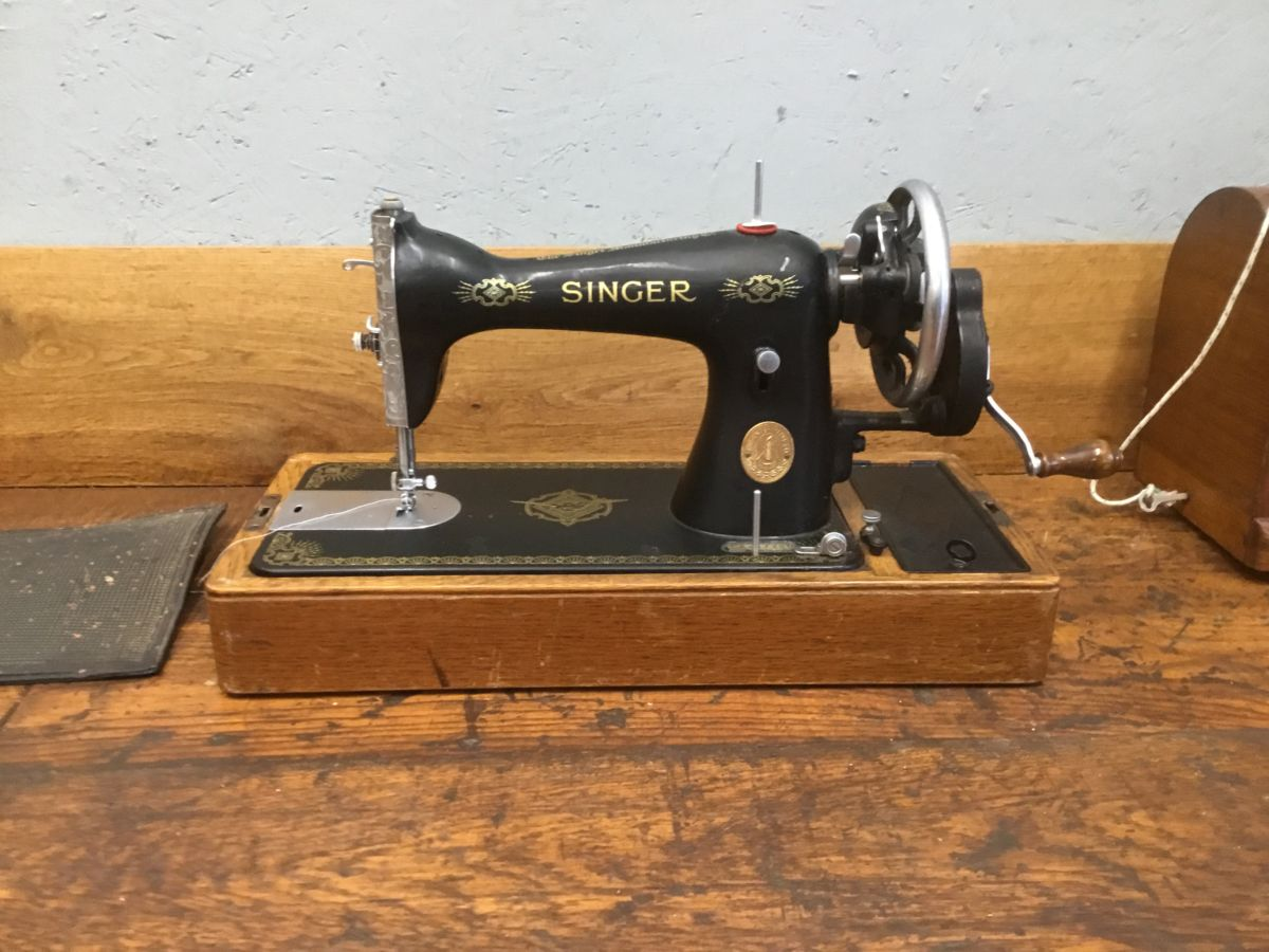 Singer Sewing Machine in Wooden Carry Case
