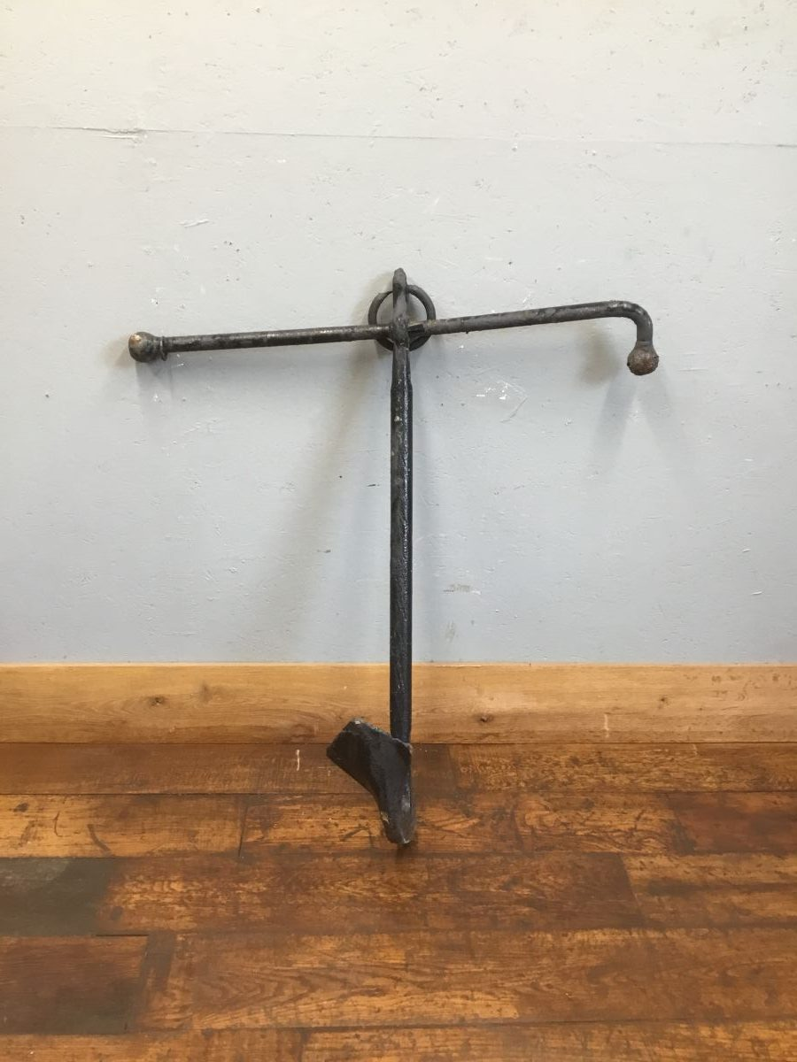 Cast Iron Half Anchor Feature