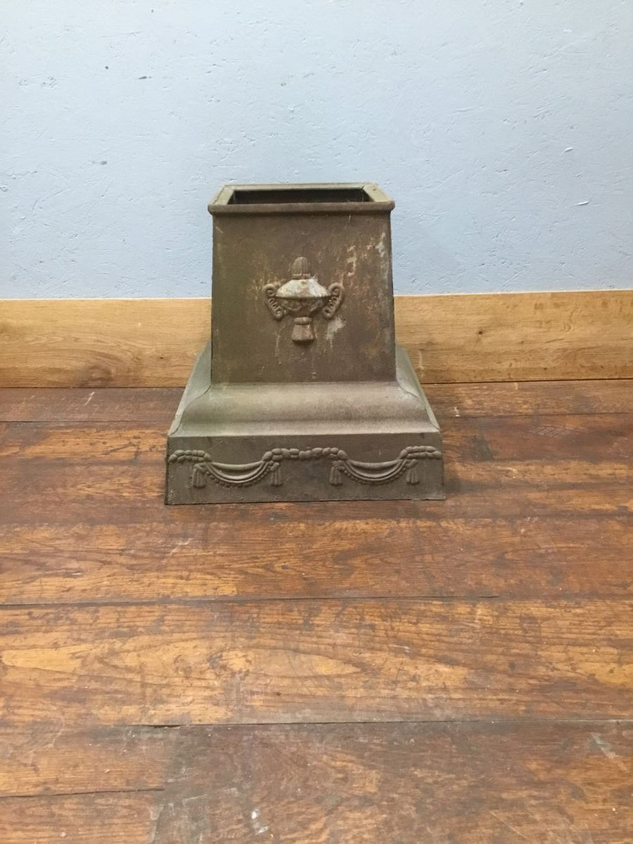 Cast Iron Plinth Stand
