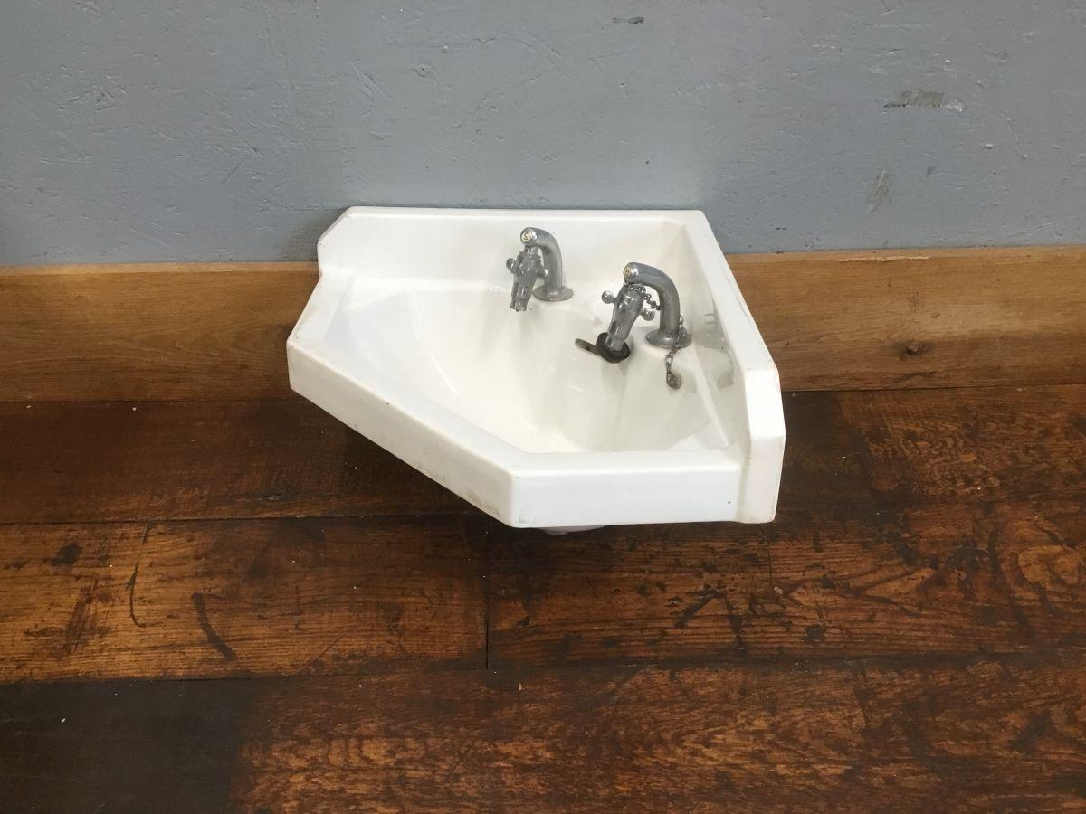Five Sided Chunky Corner Sink