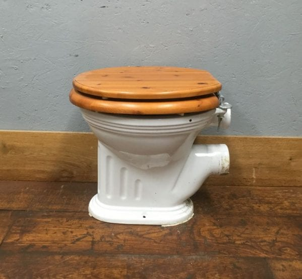Ribbed Toilet & Pale Seat
