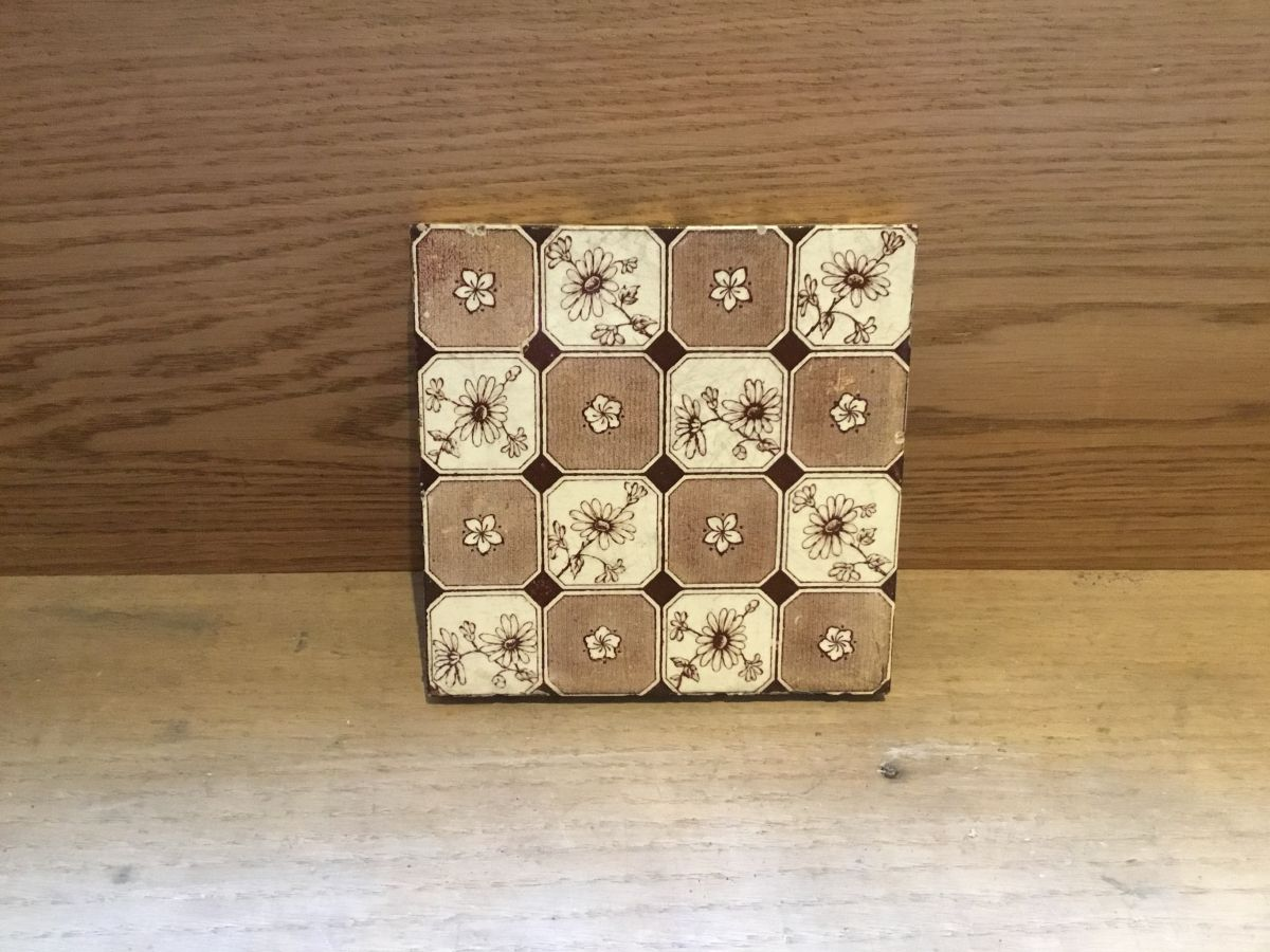 Pale Brown Floral Tile