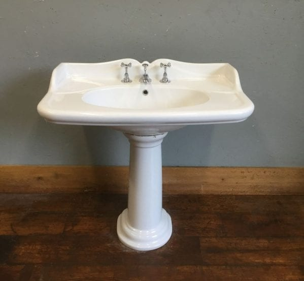 Fluted Splash Back Basin & Pedestal