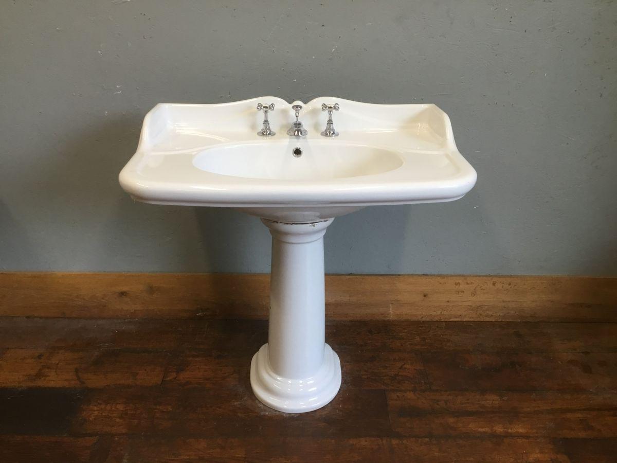 Fluted Splash Back Basin & Pedestal