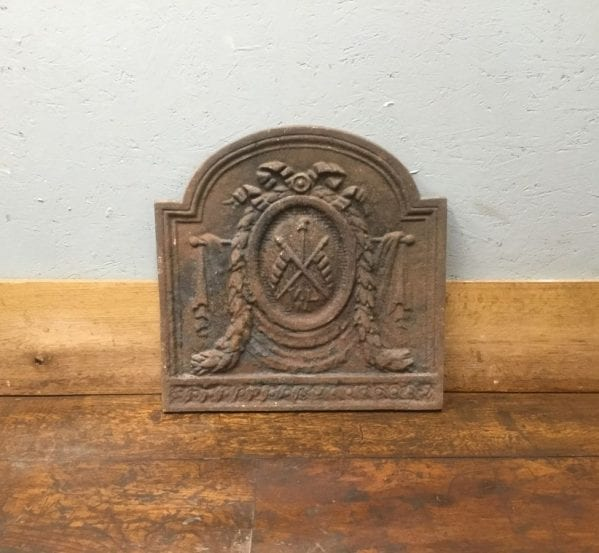 Small Oval Bow Detail Cast Iron Fire Back