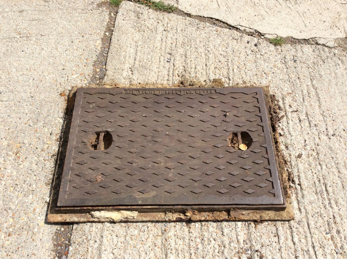 Man Hole Cover XL in Frame