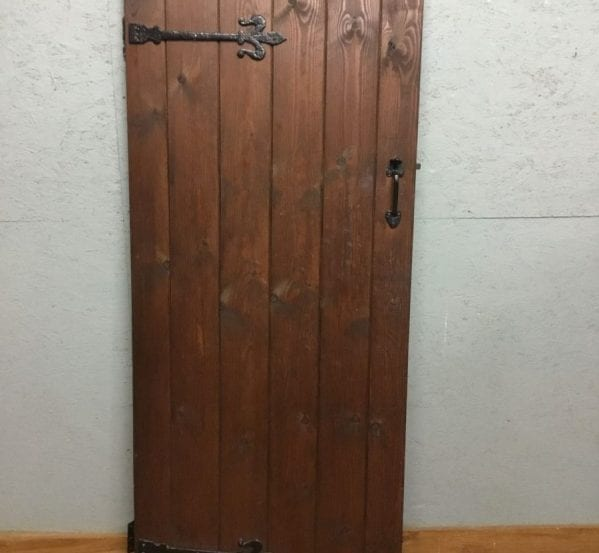 Pine Varnish Ledge & Brace Door