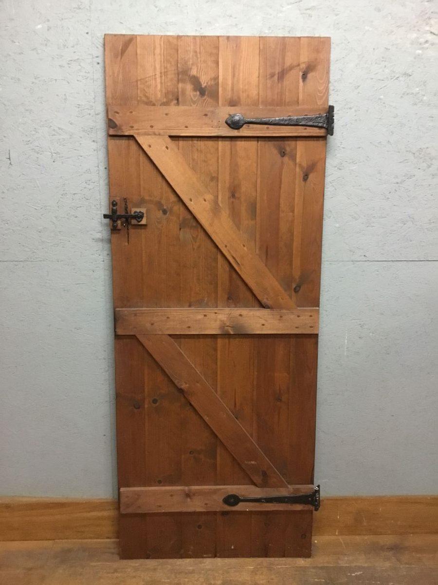 Pine Varnish Ledge & Brace Door