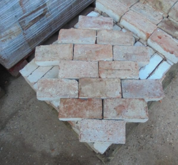 Reclaimed Wire Cut Bricks Suitable For Paving