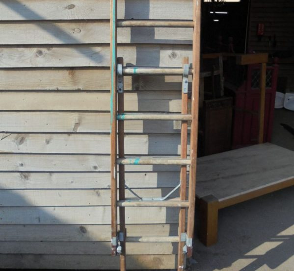 Wooden Extendable Ladder