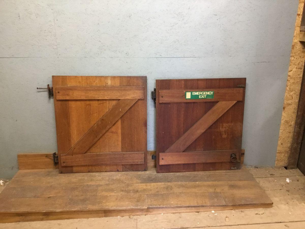 Oak Ledge + Brace Door