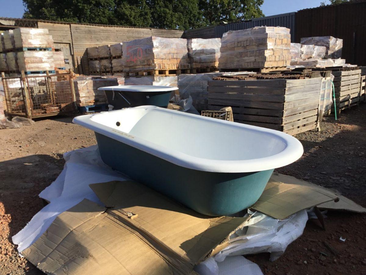 Large Singled Ended Bath