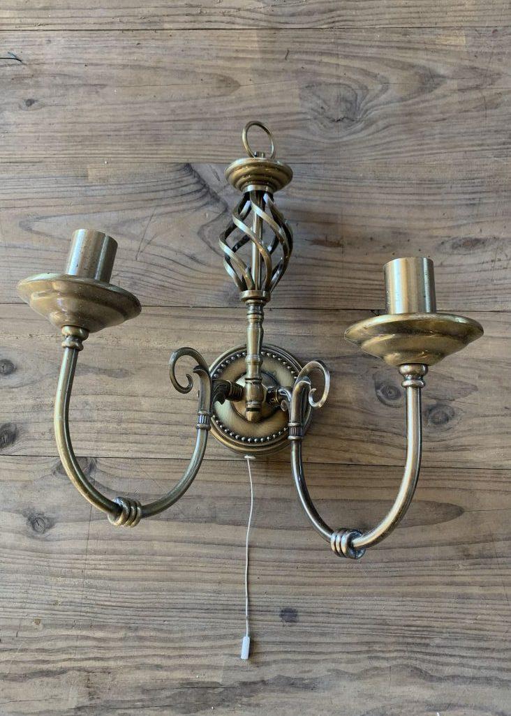 Brass twin arm wallmount light