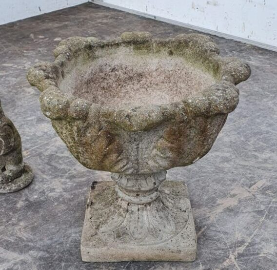 Simple Detail Urn On Stand